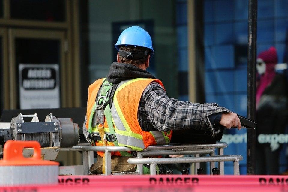 construction-worker-569126_960_720