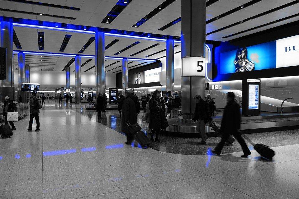 baggage-hall-775540_960_720