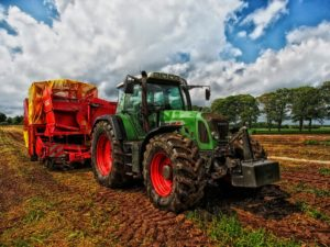 tractor-385681_1920-300x225.jpg