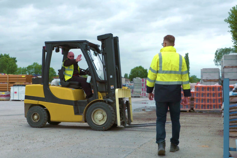 Forklifts and pedestrians - show your hand - mentor